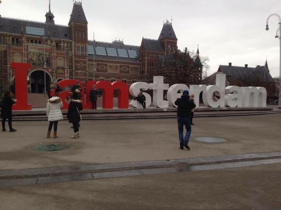 "Hotel Van Gogh: в 2 минутах от ""I amsterdam"""