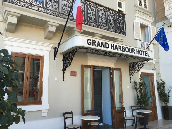 Grand Harbour Hotel : Main Entrance
