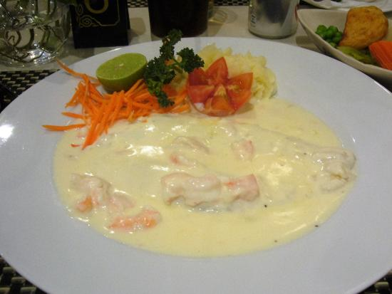 Cafe Ritz: Red snapper cream and prawn sauce