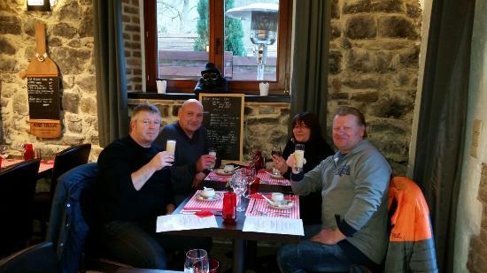 Profondeville, بلجيكا: 20160327_191800_large.jpg