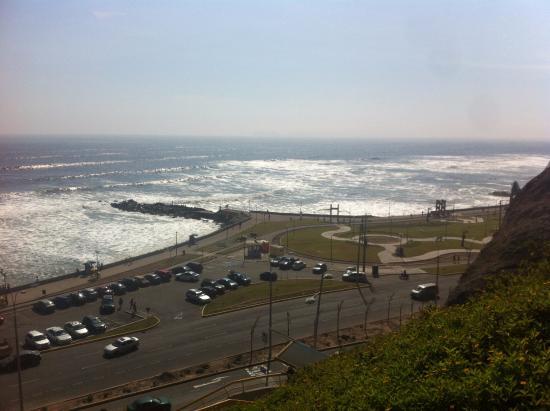 Inkawasi Backpacker Hostel : Esta es la vista hacia la costa, a 2 cuadras del hostel. Muy lindo para pasear.