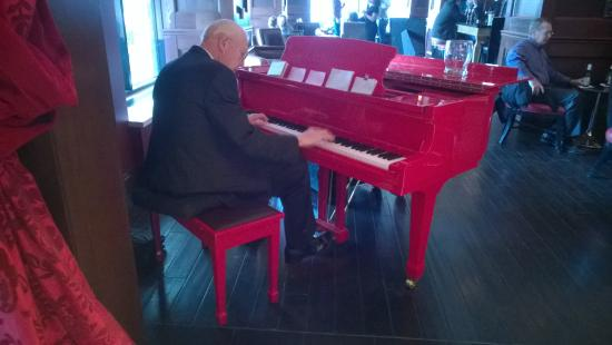 The Skirvin Hilton Oklahoma City: The lively Red Piano Lounge serves up fine bar food as well as peppy music