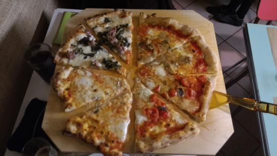 Borgo a Buggiano, Italia: Tagliere di pizza enorme ai 4 gusti (diametro 40 cm)