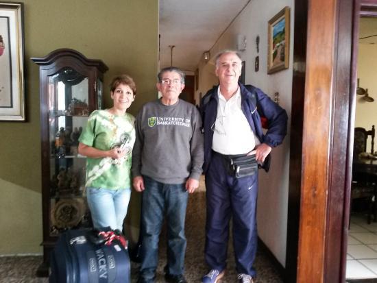 Mariana's Petit Hotel: En la recepción, con Don Fernando siempre atento a nuestros pedidos