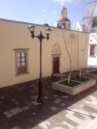 Hotel Casa Mexicana: fachada del hotel. Se encuentra en la zona peatonal de la plaza principal.