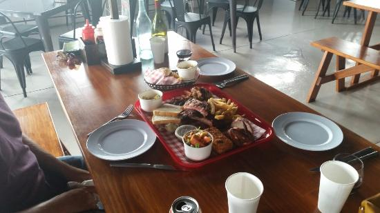 Бейзуотер, Австралия: Porkies Bar-B-Que