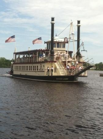 River Lady: Another beautiful day for a cruise!