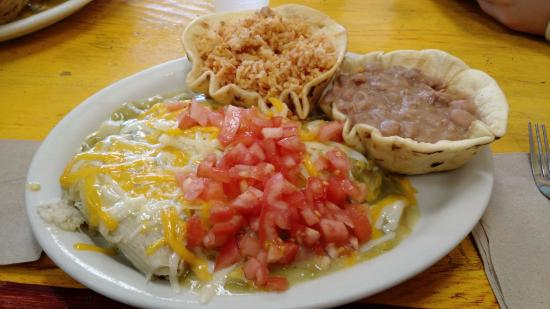 Posa's Tamale Factory and Restaurant: Combination Plate smothered green
