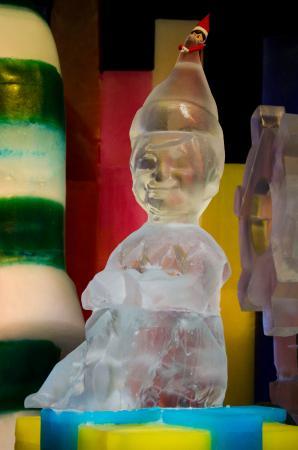 Gaylord Palms Resort & Convention Center: Elf Ice Sculpture