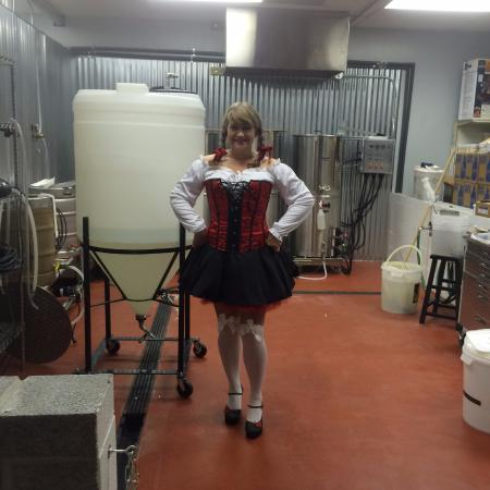 Berkeley Springs, Wirginia Zachodnia: Dressed as a Beer Wench at the Brew Pub for Oktoberfest...fun night
