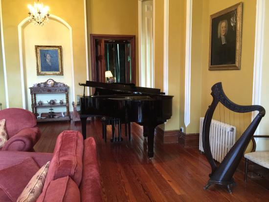 Cahernane House: Music room