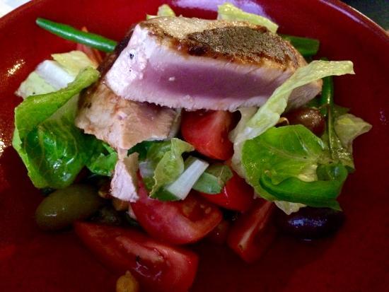 Port Douglas Yacht Club: Tuna steak $24.00