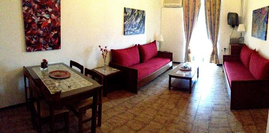 Gythion Hotel: double spaced apartment living room