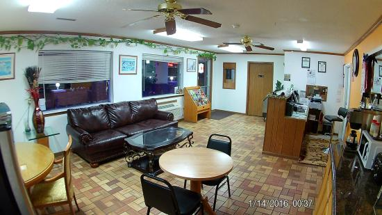Sweet Springs, MO: Lobby 2