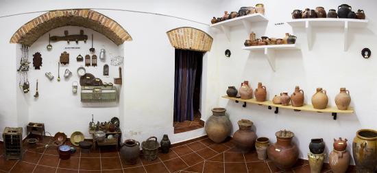 Museo Etnográfico de Puebla de Alcocer: Sala con tinajas