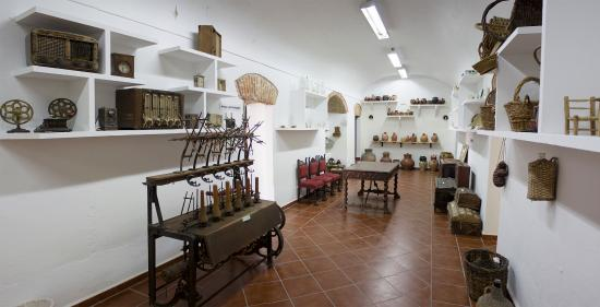 Puebla de Alcocer, España: sala máquinas de hilar