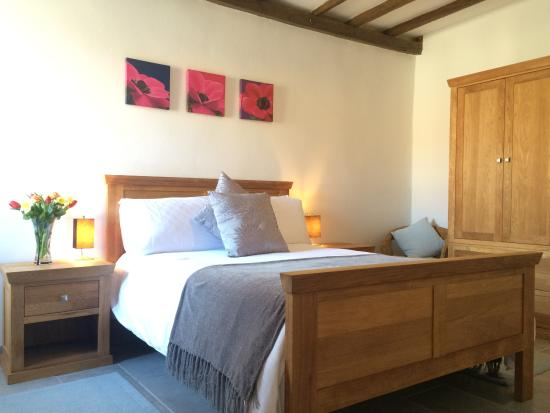 Cussay, France: Le Pluvier master bedroom (upgraded 2016)