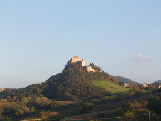 Canossa, Italia: Rossena