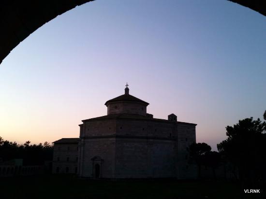 Rifugio di Cupi : Monastero di Maceretola