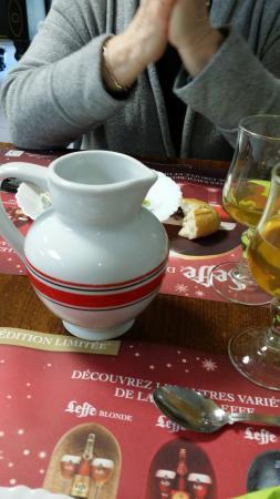 Goudelin, France : Bolée de cidre