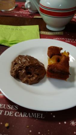 Goudelin, France : Creme chocolat Tarte abricot
