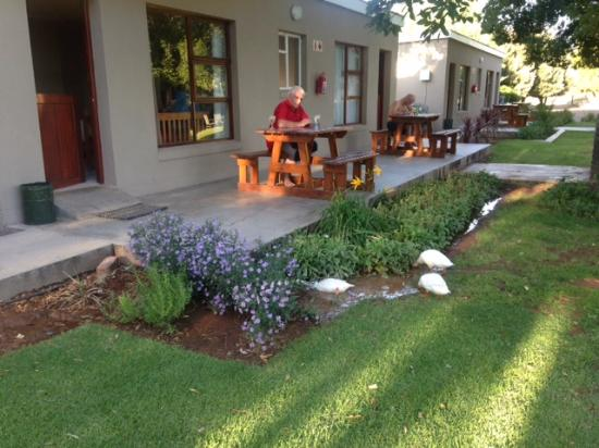 Travalia Guest Farm: In front of the rooms - a spacious garden with ducks wandering around