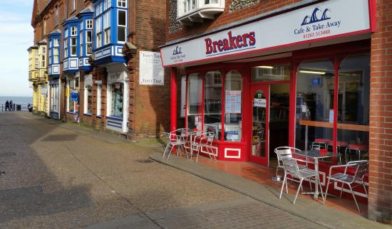 ‪Breakers Cafe‬