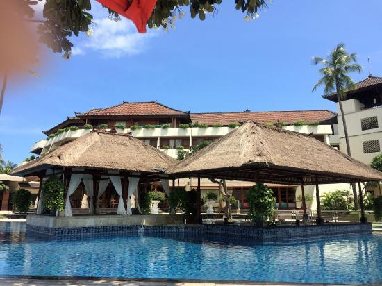 pool bar picture of nusa dua beach hotel spa nusa dua tripadvisor rh tripadvisor co uk