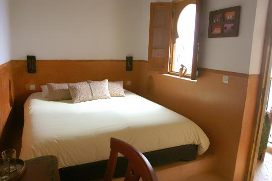 Riad Dar Darek: big double bed