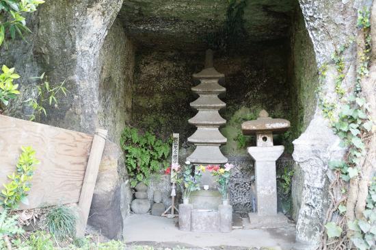 Tomb of Abutsuni
