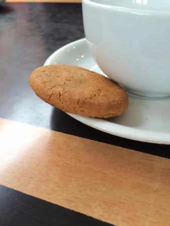 Bexhill-on-Sea, UK: The famous free ginger nut biscuit