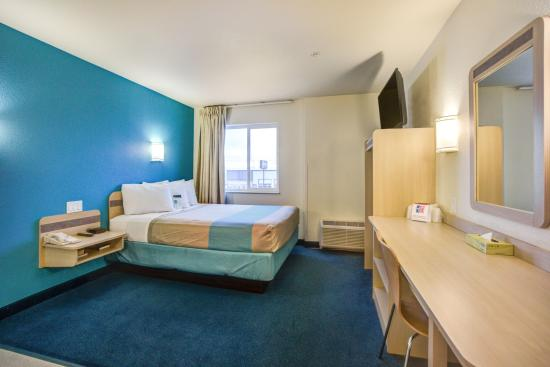 Motel 6 Stony Plain, AB: Guest Room