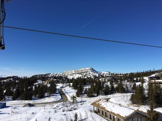 Gudbrandsgard Hotell: From the lift with the mountain Kvitfjell in the middle of the picture