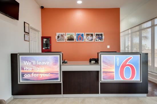 Motel 6 Jennings: Lobby