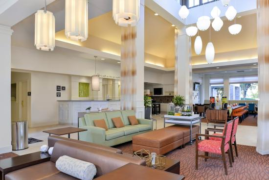 Hilton Garden Inn Dallas/Addison: Lobby Waiting Area