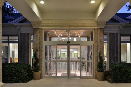 Hilton Garden Inn Dallas/Addison: Hotel Entrance
