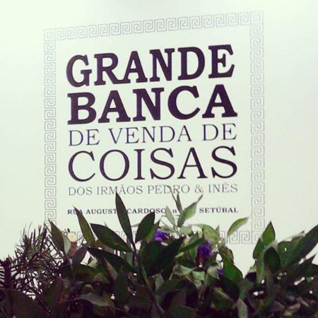 Grande Banca de Venda de Coisas dos Irmãos Pedro & Inês