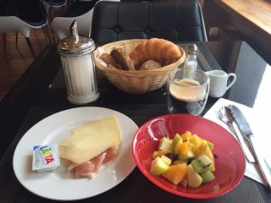 arthausHOTEL: Frühstück inkl. Sonnenstrahlen