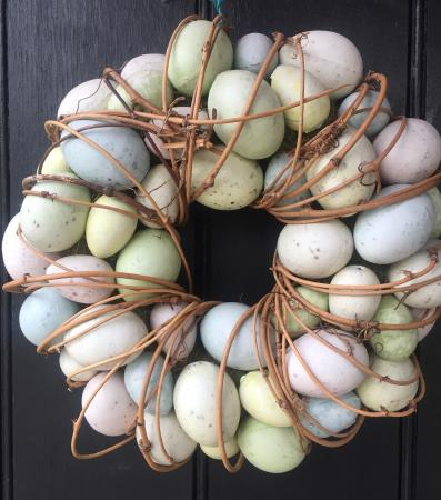 Kirtlington, UK: The Oxford Arms Easter Door Wreath