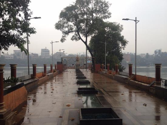 Tikuji-ni-wadi: Rainy View of Talaopali Lake Thane.