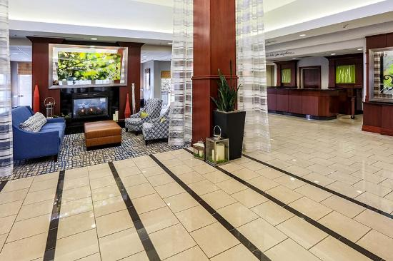 هيلتون جاردن إن لويزفيل ني: Hotel Lobby