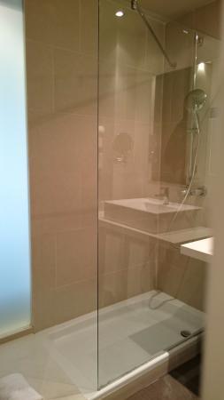 Hotel Táctica: Baño de la habitación.