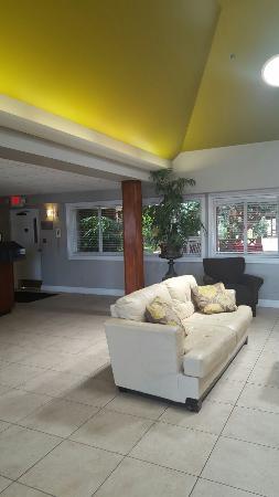 Wingfield Inn & Suites: TA_IMG_20160328_135531_large.jpg