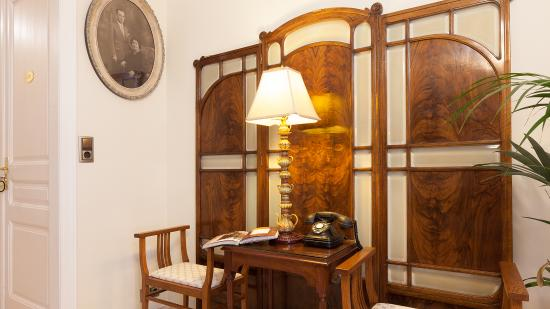 Hostal Oliva: Common area. Picture of H.Oliva's founder, in 1931