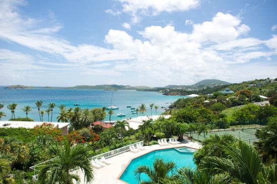 Benner, St. Thomas: Pool overlooks the ocean