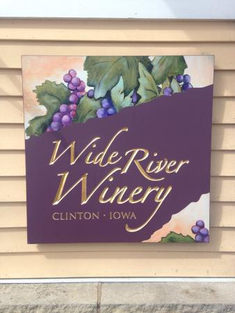 Clinton, IA: Nice and quite place. Walking trail near by.