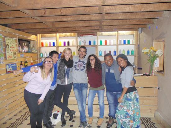 Dominica Hostel : Bar do hostel na noite da caipirinha, fiz amigos incríveis!