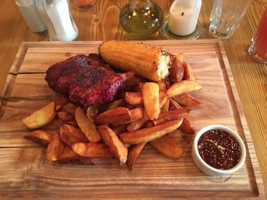 Steak chips and sweetcorn