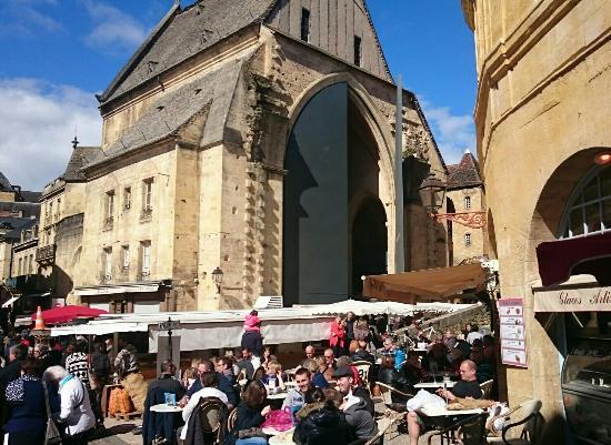 mercado-de-sarlat-sabados.jpg