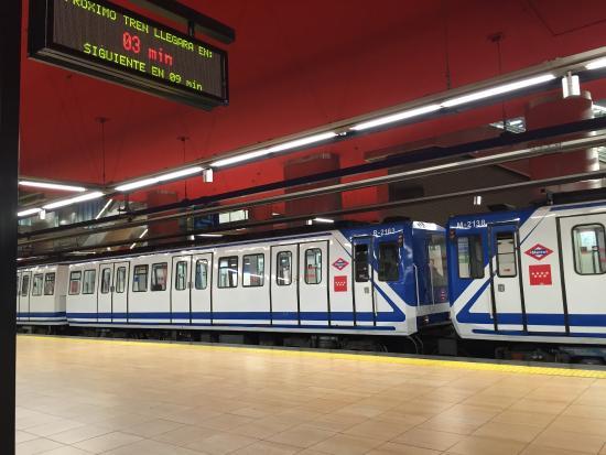 Santo domingo metro station picture of madrid metro Metro santo domingo madrid